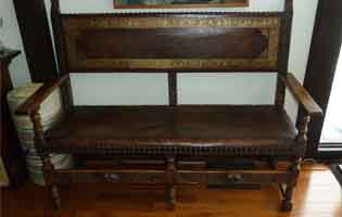 Late Victorian English oak bench with leather upholstery
